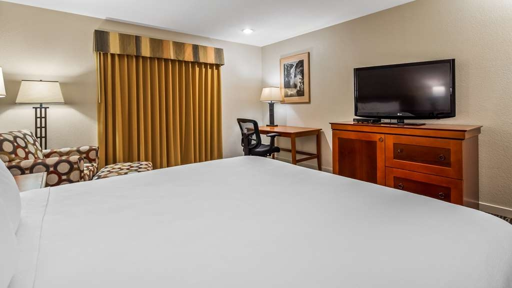 Best Western Stagecoach Inn - Relax after a long day of traveling in our king guest rooms.