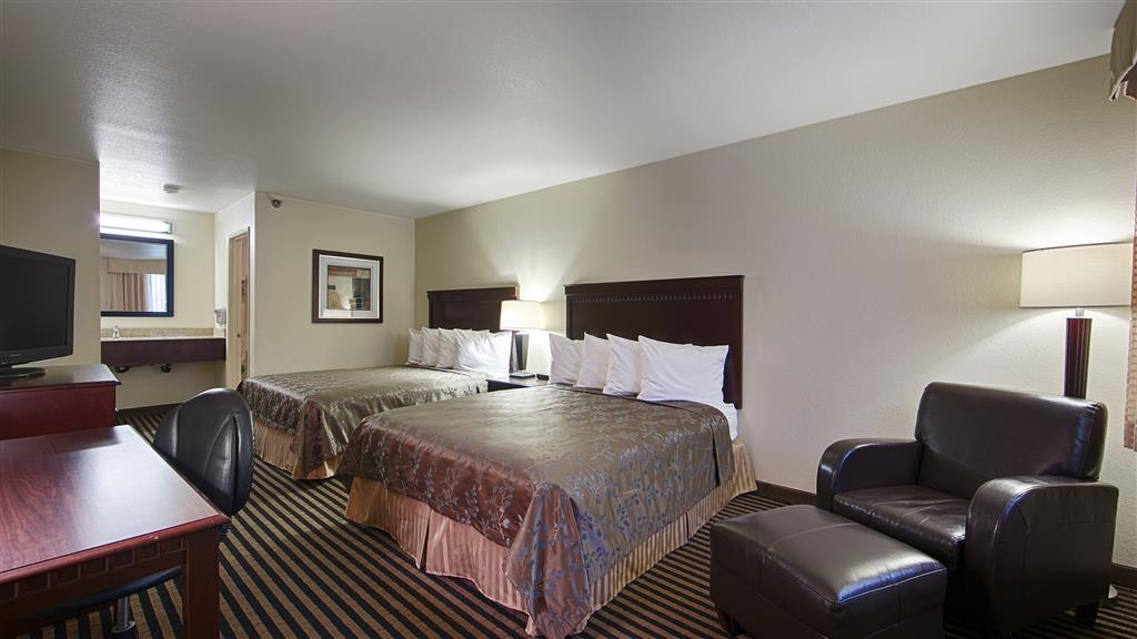 Best Western Beach Dunes Inn - Bring the family and enjoy your vacation in our two queen guest room.