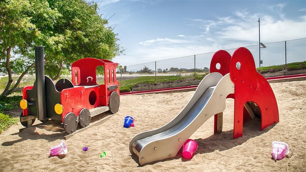 Best Western Beach Dunes Inn - We offer something for everyone - including children! Our on-site playground features a slide and train.