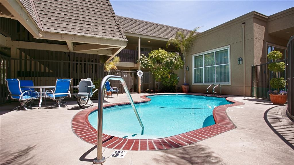 Best Western Danville Sycamore Inn - Enjoy some fun in the sun at our outdoor pool, the perfect retreat for you and your family.