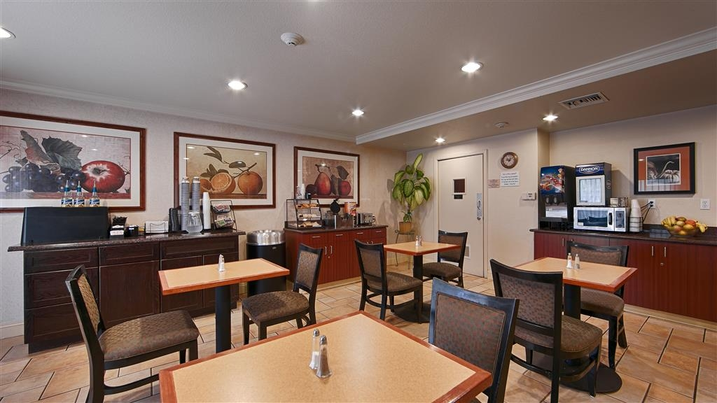 Best Western Danville Sycamore Inn - Kick start your day with a complimentary breakfast with us.