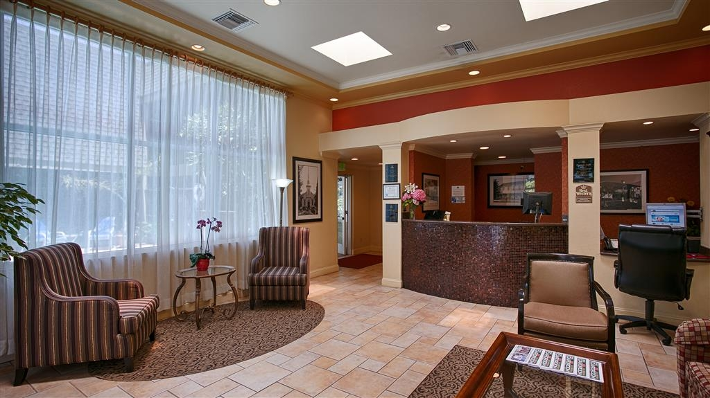 Best Western Danville Sycamore Inn - Our comfortable lobby offers fresh coffee, tea and fresh baked cookies every afternoon!