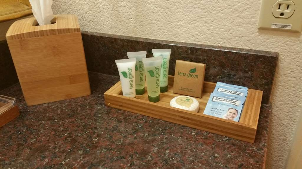 Best Western Danville Sycamore Inn - Forgot Shampoo? Don't worry, we have you covered. Complimentary shampoo, conditioner and lotion are provided.