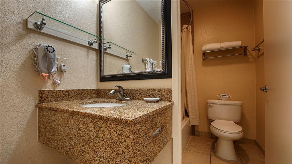 Best Western Poway/San Diego Hotel - Guest Bathroom