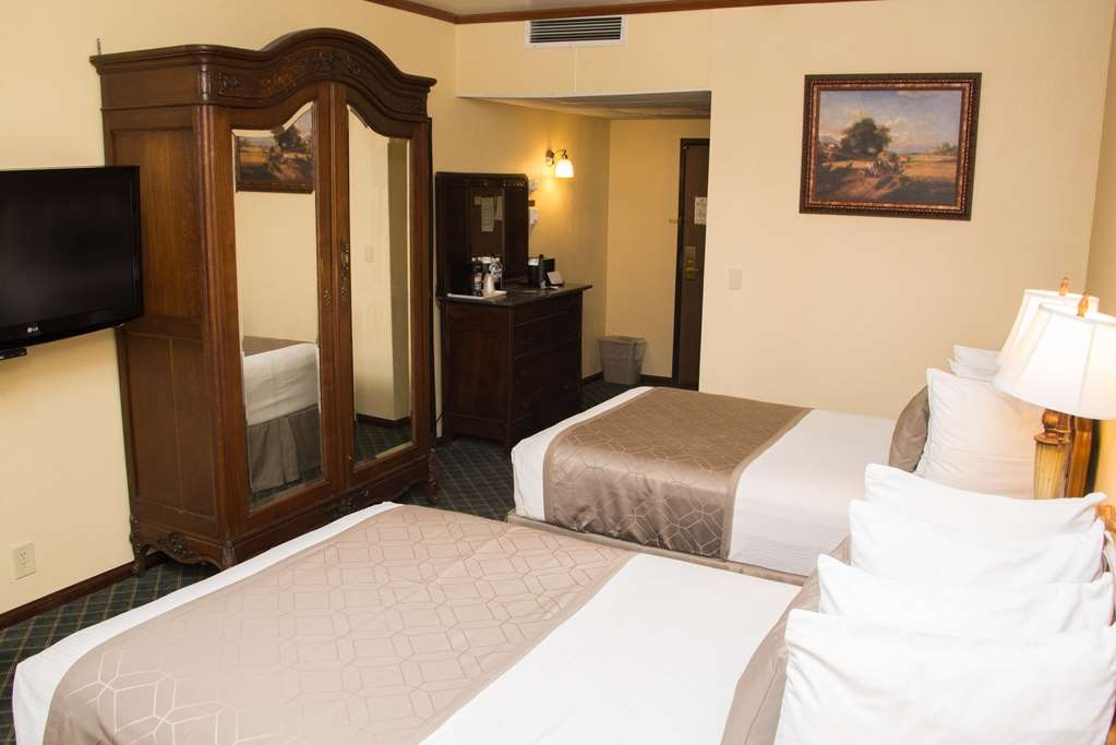 Best Western Big Bear Chateau - Two Double Bed Room with Whirlpool and Fireplace