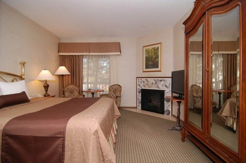 Best Western Big Bear Chateau - Our king bedroom with fireplace.