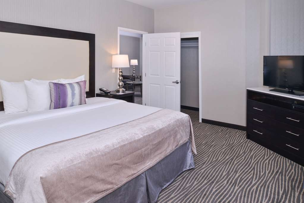 Best Western Plus Hotel at the Convention Center - Your comfort is our first priority. In our King guest suite, you will find that and much more.
