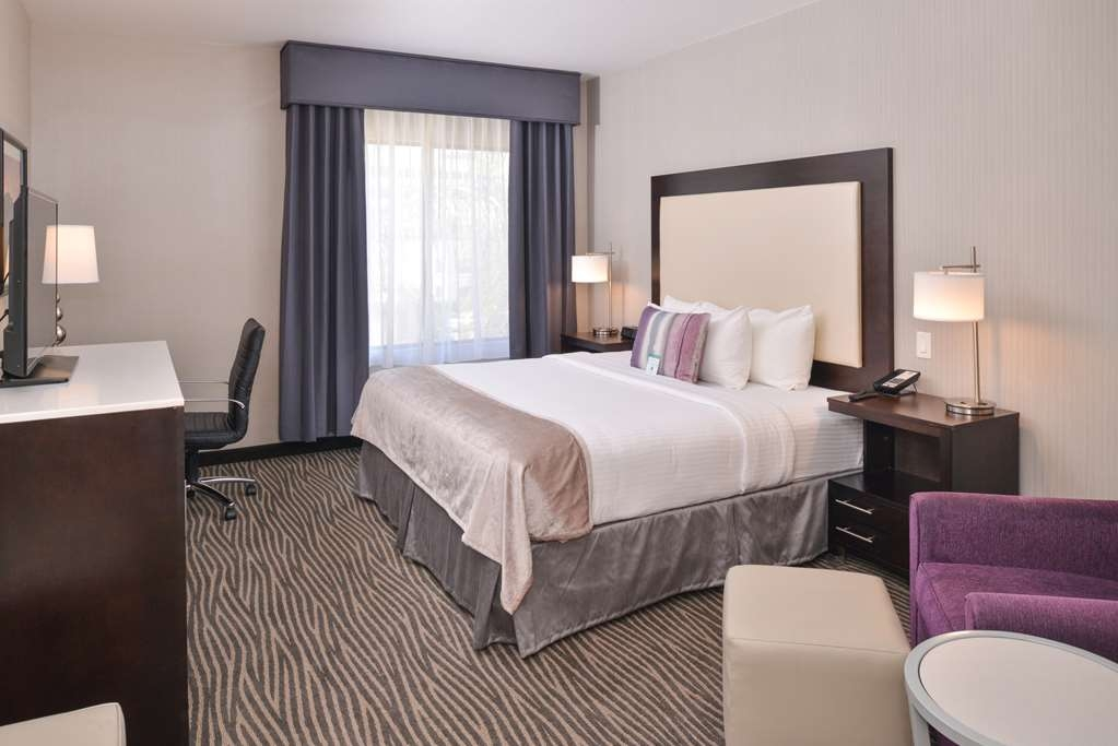 Best Western Plus Hotel at the Convention Center - Our king guest room was designed with an open concept, ensuring you have enough room without sacrificing comfort.