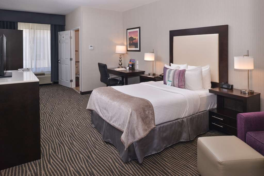 Best Western Plus Hotel at the Convention Center - Mobility Accessible Double Guest Room