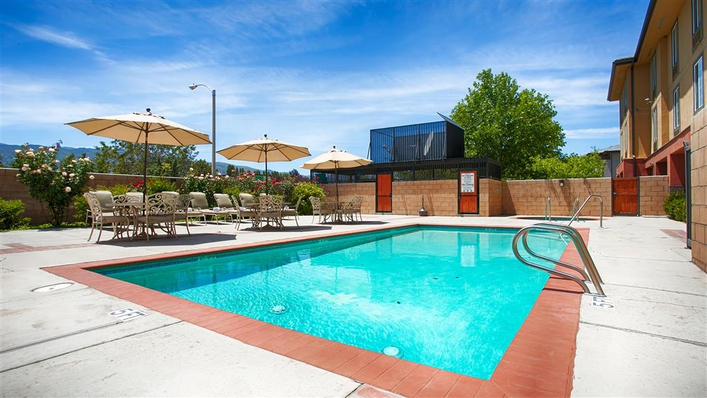 Best Western Plus Country Park Hotel - Vista de la piscina
