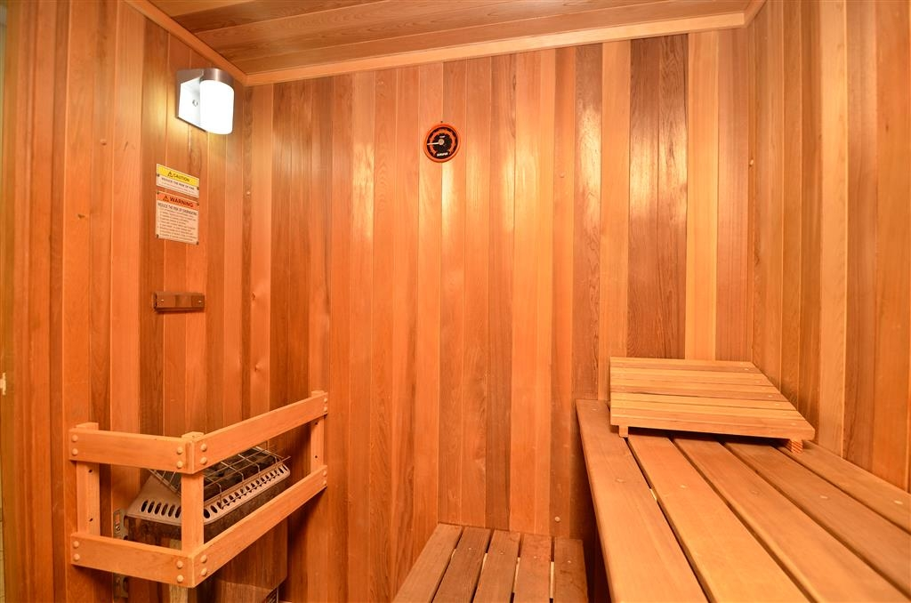 Best Western Plus Country Park Hotel - After the pool or a workout, let the soothing heat of our sauna relax you back into tip-top shape!