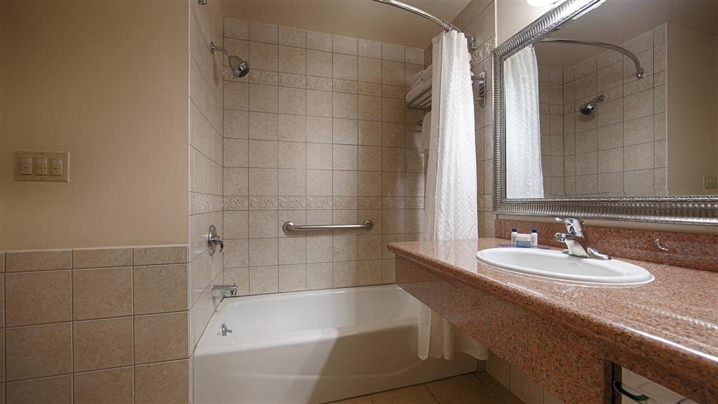 Best Western Plus Country Park Hotel - Guest Bathroom