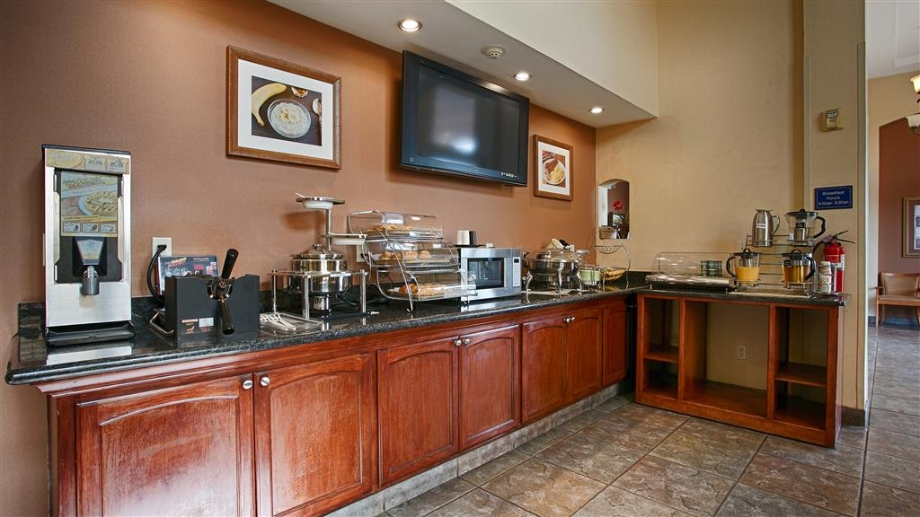 Best Western I-5 Inn & Suites - Your complimentary continental breakfast includes an array of delectable food and beverage options.