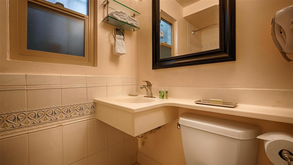 Best Western Cabrillo Garden Inn - Guest Bathroom