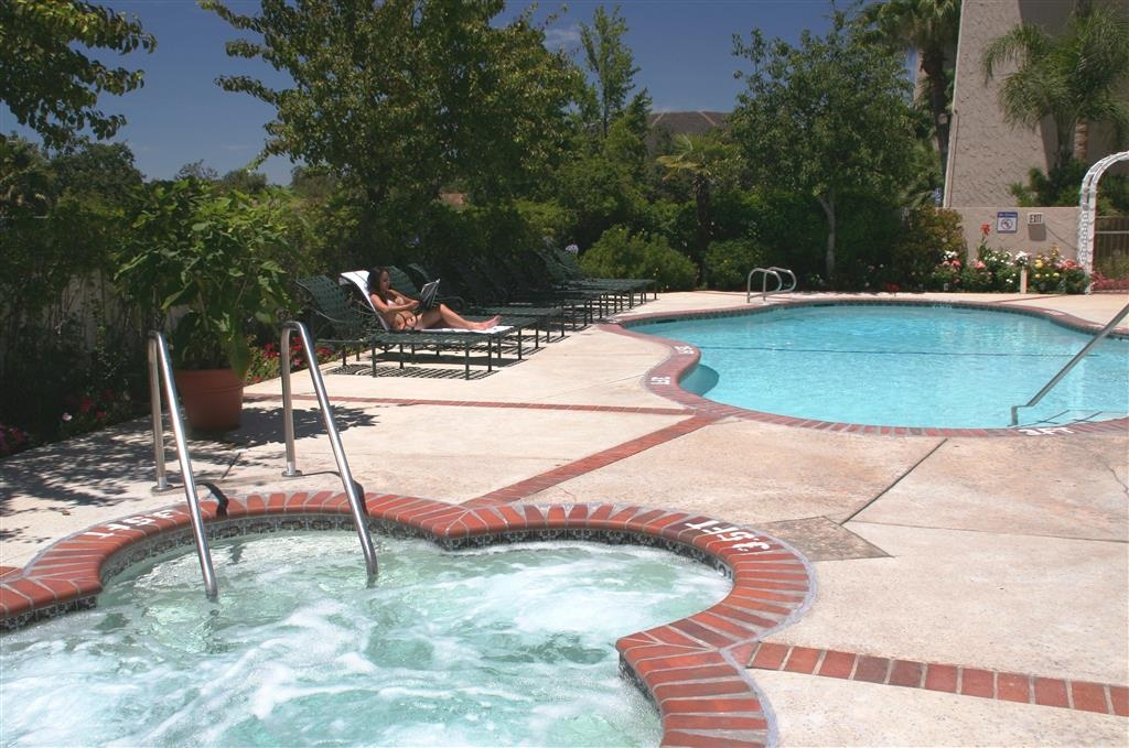 Best Western Plus Thousand Oaks Inn - Swimmingpool und Whirlpool im Freien