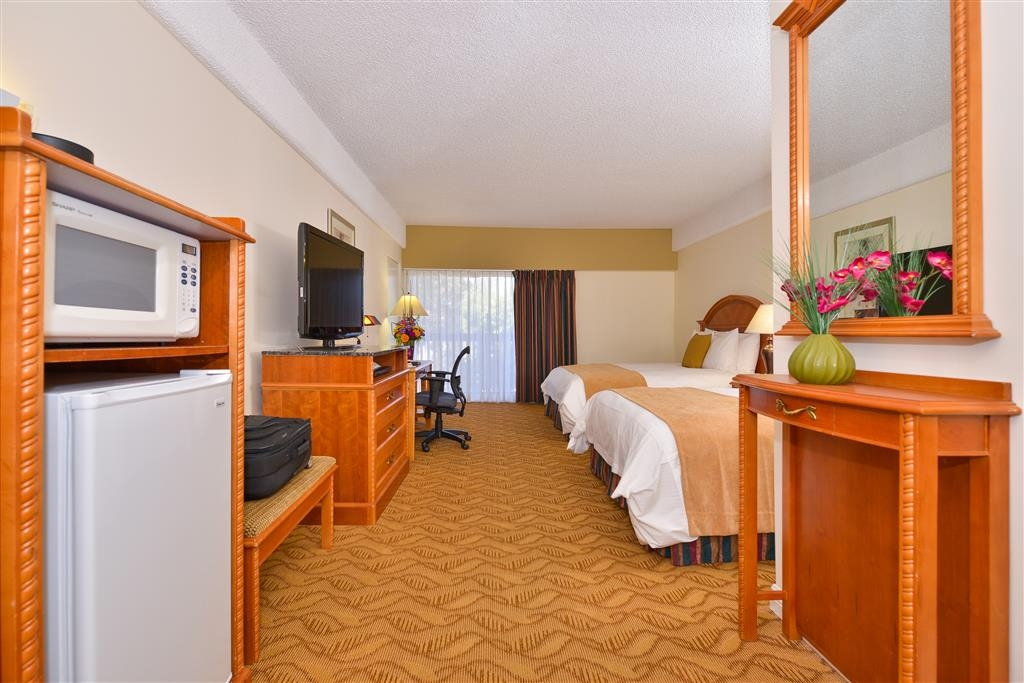 Best Western Plus Thousand Oaks Inn - 350 square foot double queen deluxe room