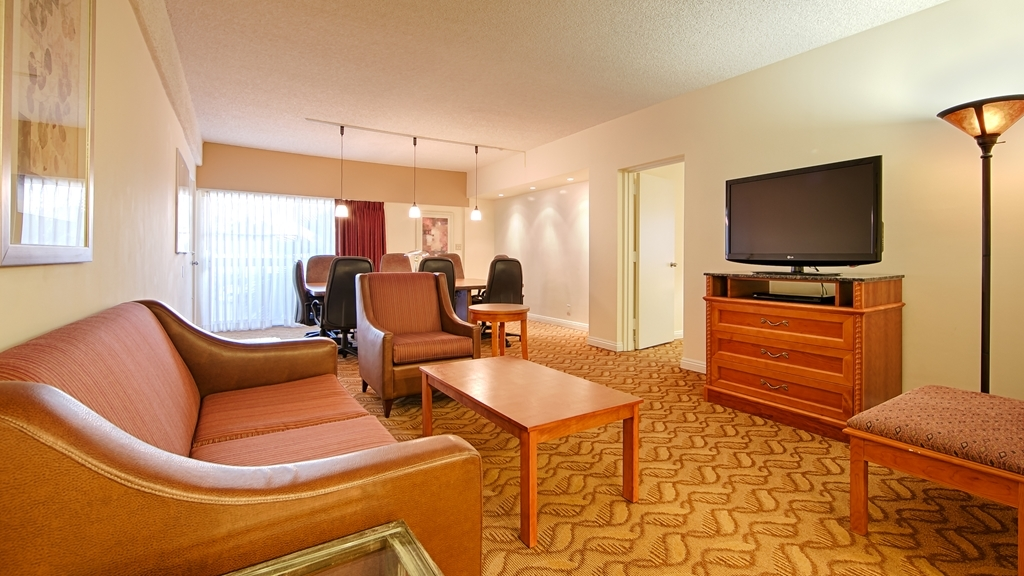 Best Western Plus Thousand Oaks Inn - Suite