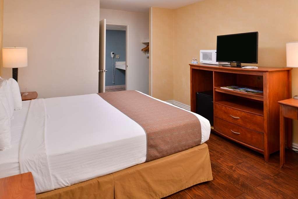 Best Western Palm Garden Inn - King ADA Mobility Accessible