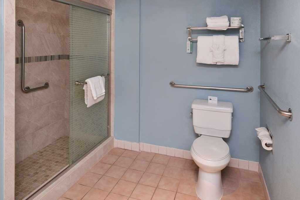 Best Western Palm Garden Inn - King ADA Mobility Accessible Bathroom