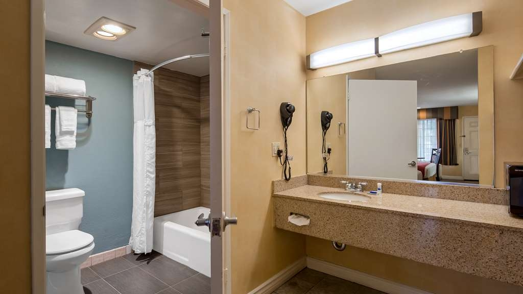 Best Western Palm Garden Inn - Guest Bathroom