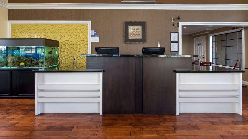 Best Western Palm Garden Inn - Front Desk