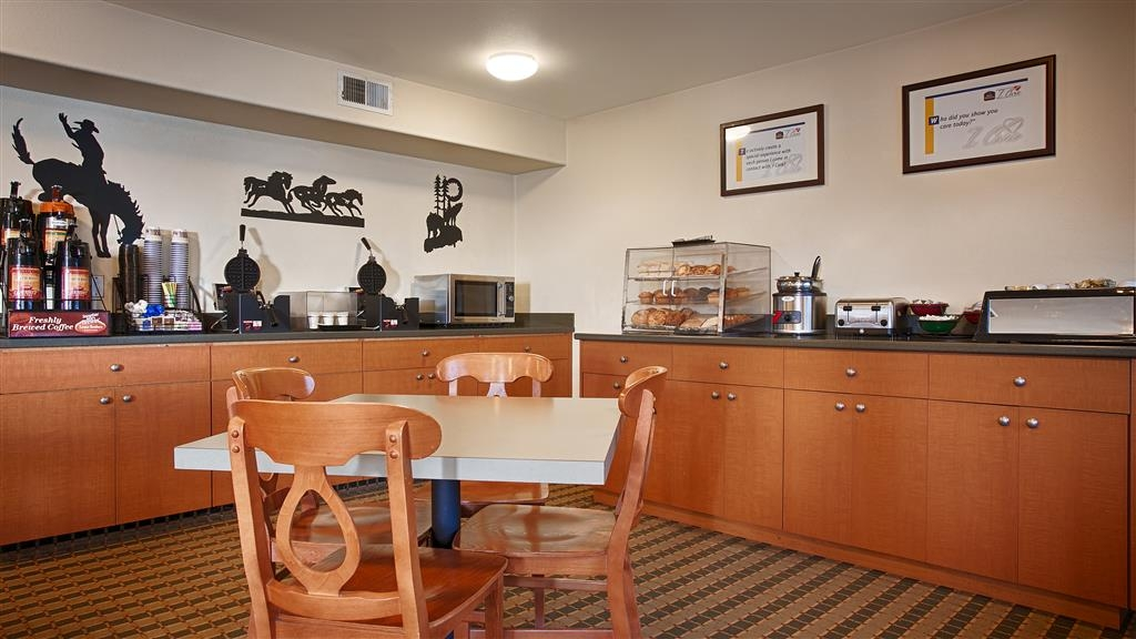 Best Western Rose Quartz Inn - Take advantage of our delicious Complimentary Breakfast