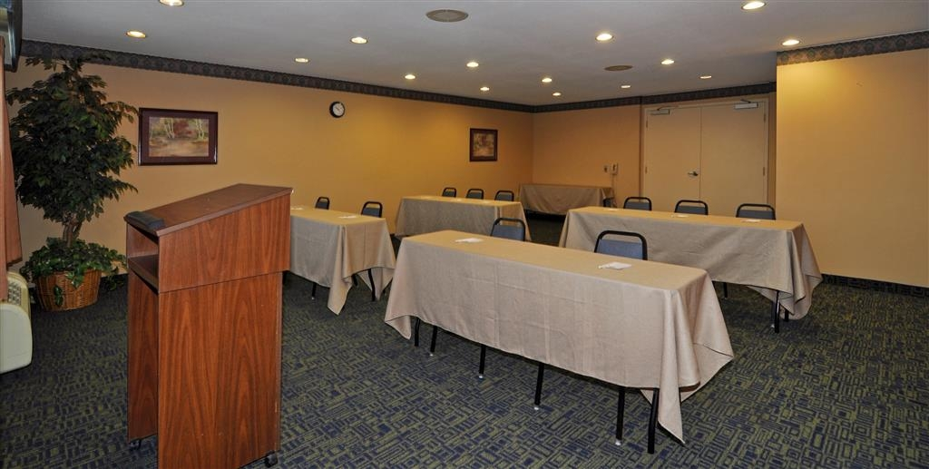 Best Western Plus Vineyard Inn - The Vineyard room seats up to 40 theater style, 28 classroom style, 12-15 boardroom style, includes a 42-inch TV and 8 foot white board.
