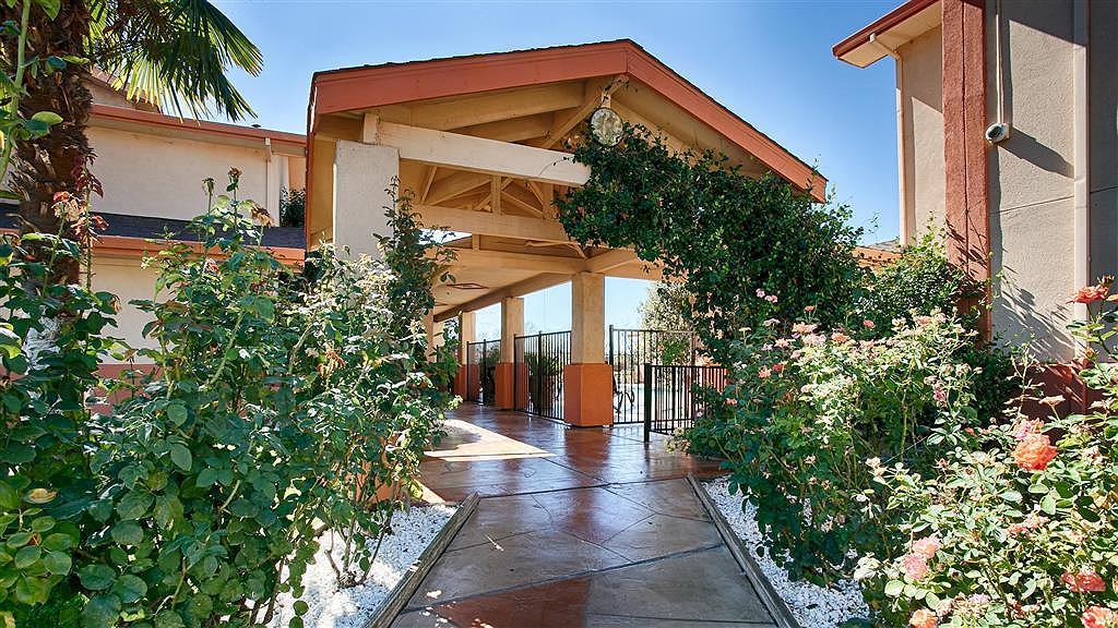 Best Western Antelope Inn & Suites - Façade