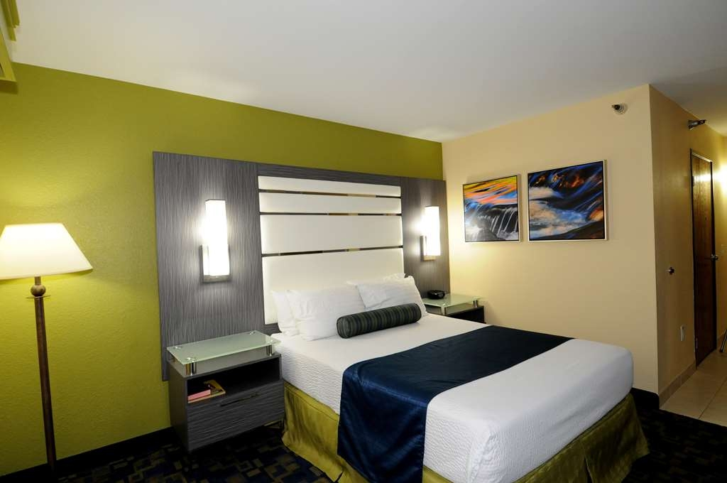 Best Western Antelope Inn & Suites - ADA Mobility Accessible 1 Queen bed roll-in shower