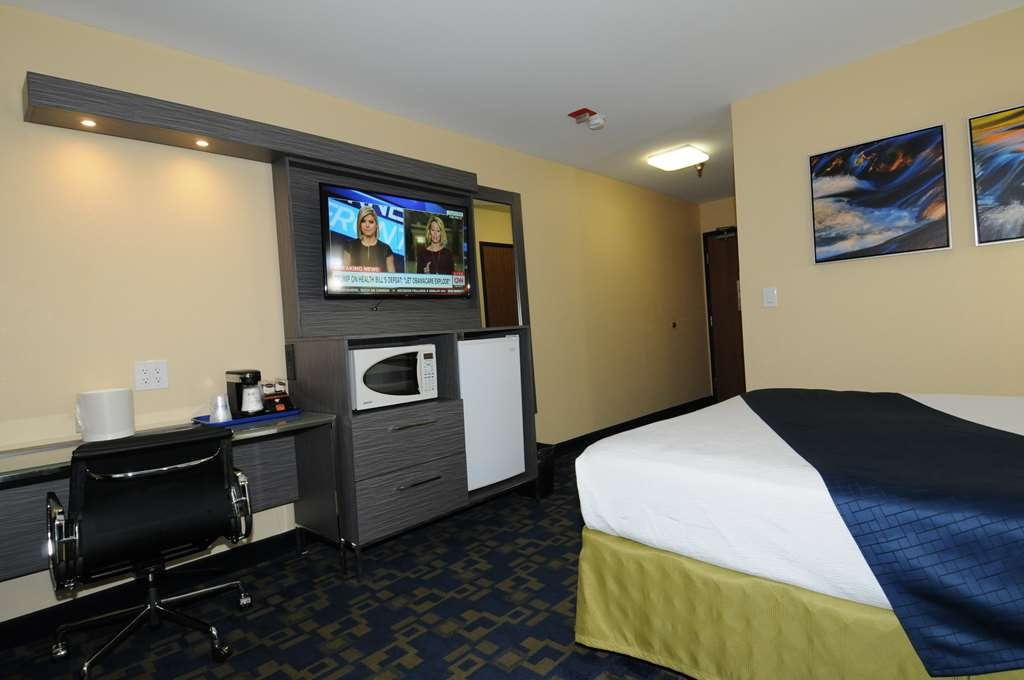 Best Western Antelope Inn & Suites - ADA Mobility Accessible 1 Queen bed with bath tub