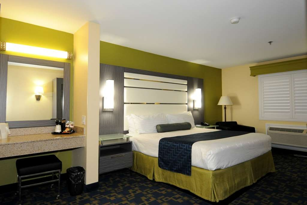 Best Western Antelope Inn & Suites - ADA Mobility Accessible king Room