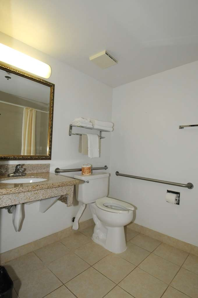 Best Western Antelope Inn & Suites - ADA Mobility Accessible Room 1 QUEEN BED