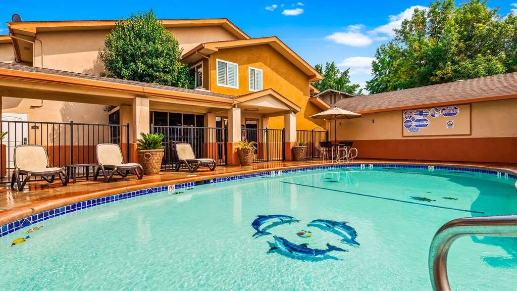 Best Western Antelope Inn & Suites - Pool view