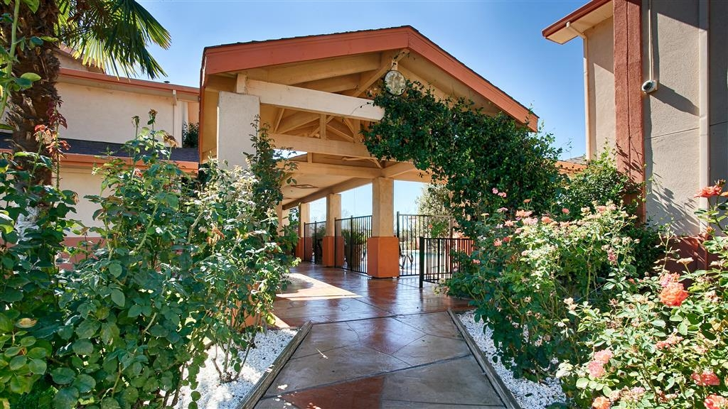 Best Western Antelope Inn & Suites - We're located close to historic downtown Red Bluff and the gateway to Mount Lassen.