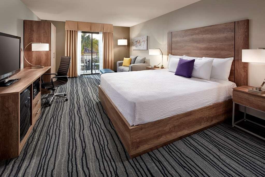 Best Western Posada Royale Hotel & Suites - Habitación con cama de matrimonio extragrande