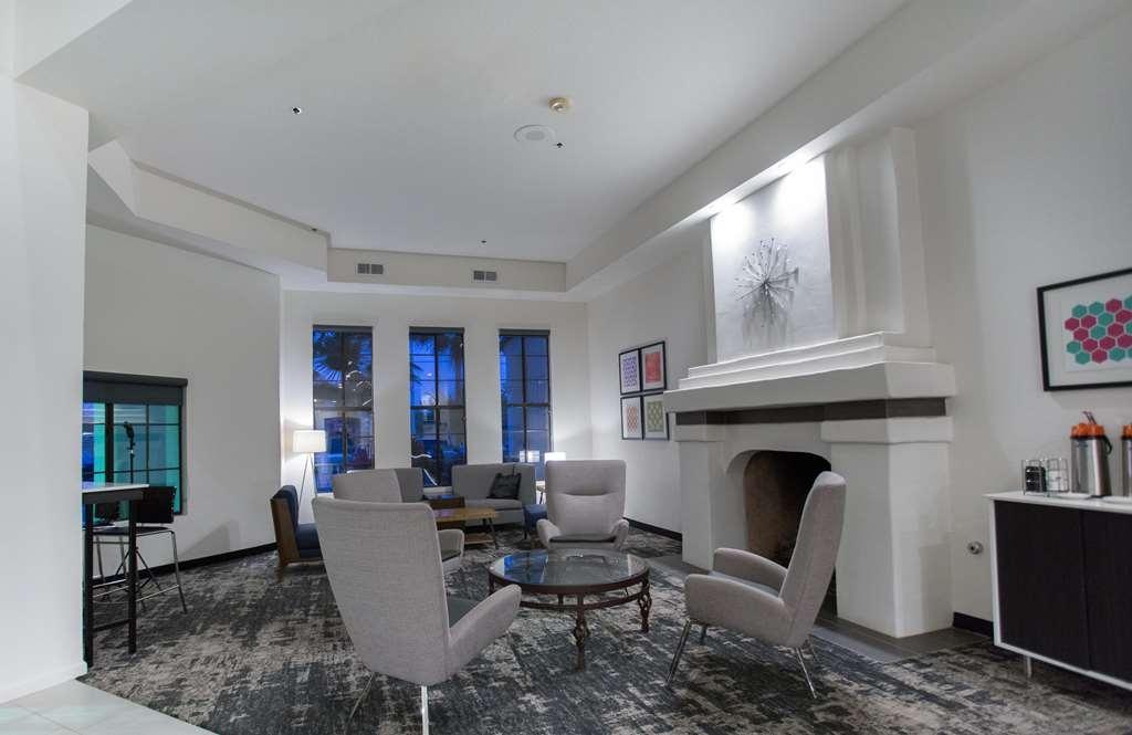Best Western Posada Royale Hotel & Suites - Vestíbulo del hotel