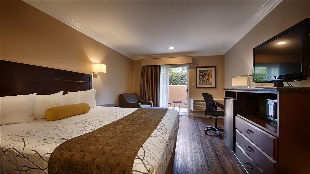 Best Western Woodland Hills Inn - This room type has its own private patio with an outdoor cafe table and two chairs.