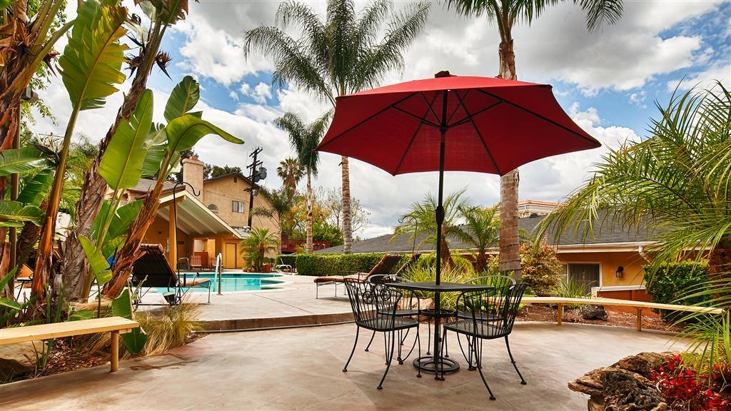 Best Western Woodland Hills Inn - Vista Exterior