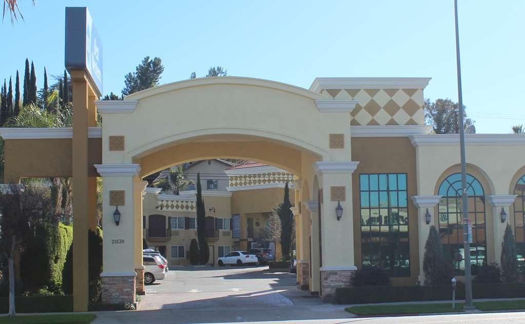 Best Western Woodland Hills Inn - Facciata dell'albergo
