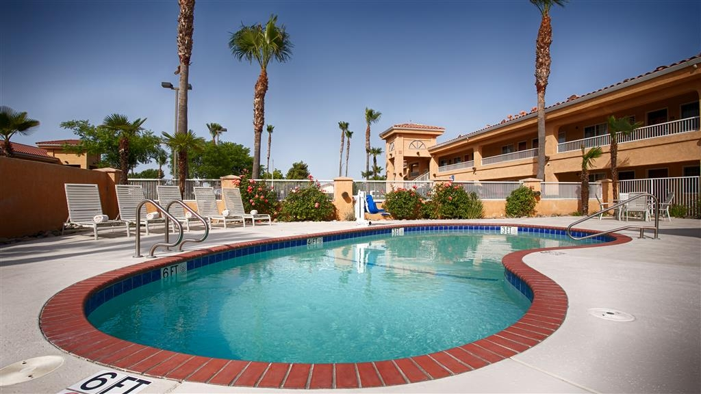 Best Western Inn & Suites Lemoore - Piscina
