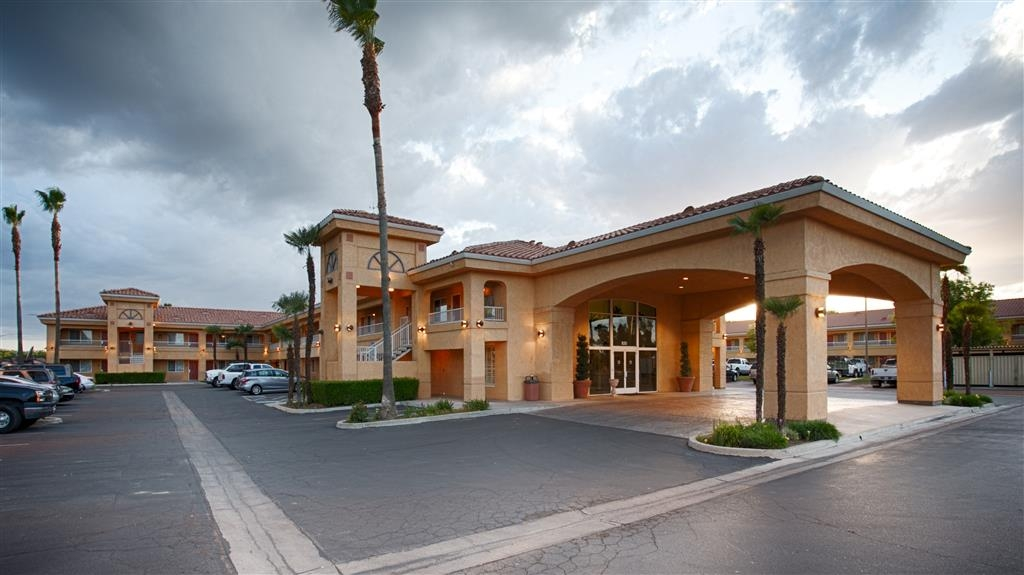 Best Western Inn & Suites Lemoore - Façade