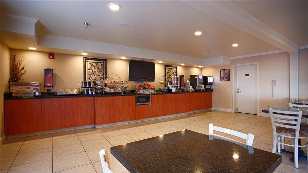 Best Western Inn & Suites Lemoore - Frühstücksbuffet