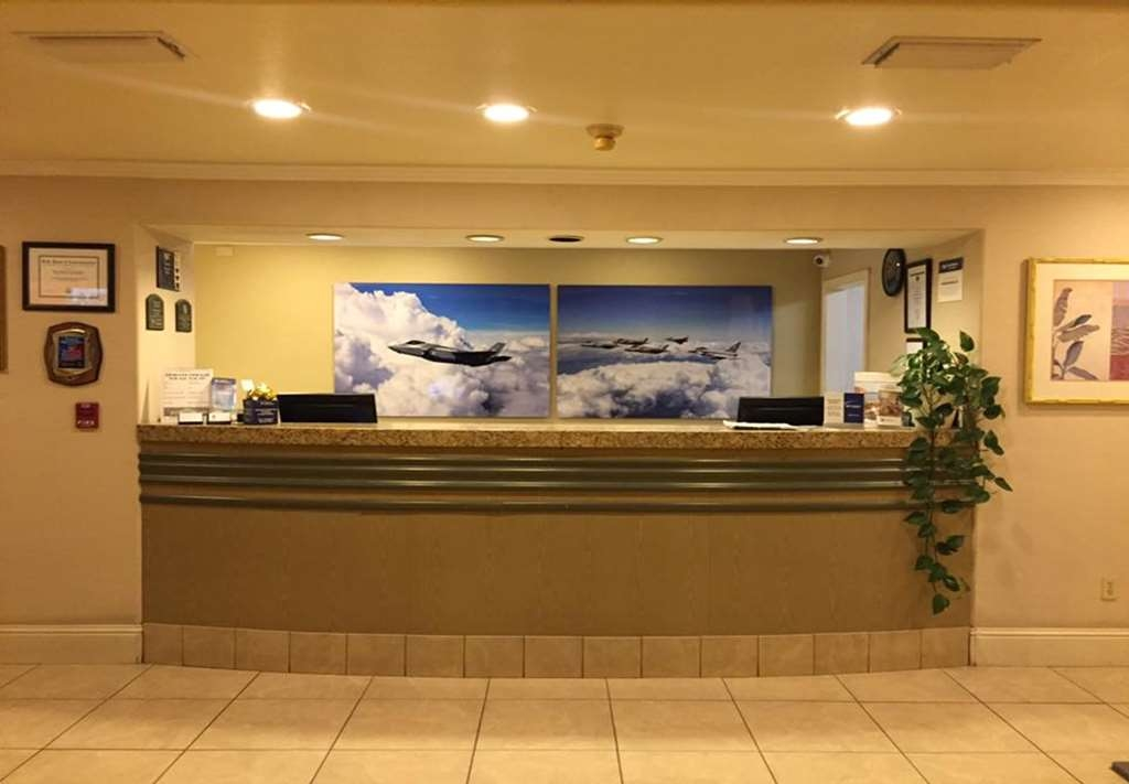 Best Western Inn & Suites Lemoore - Hall