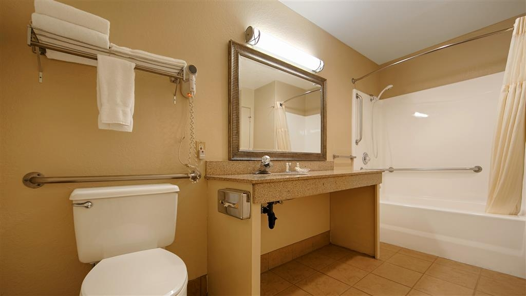 Best Western Plus Pleasanton Inn - Baño