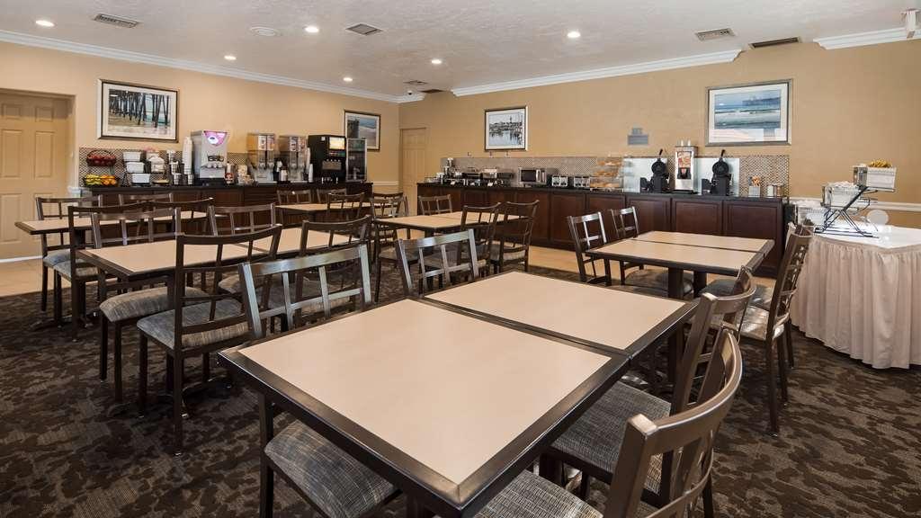 Best Western Oceanside Inn - Salle de petit déjeuner
