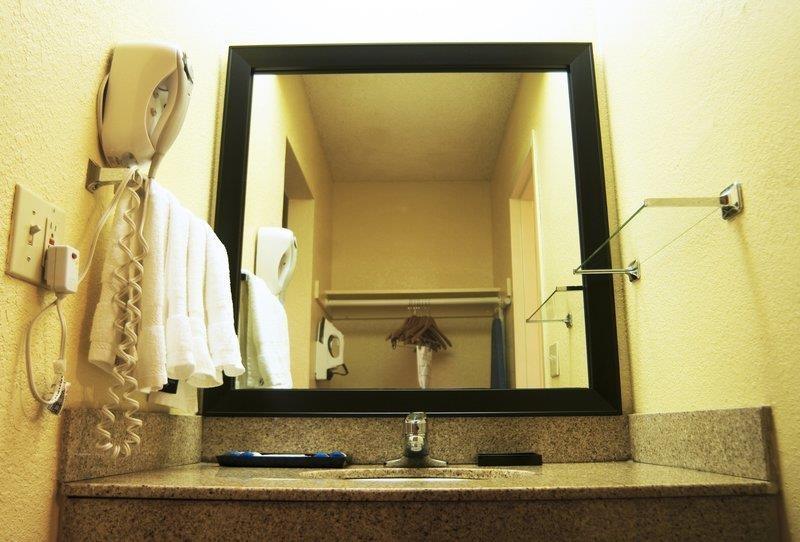 Best Western Oceanside Inn - Salle de bains standard