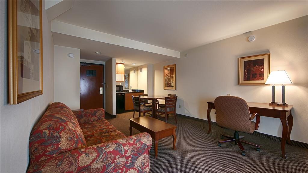Best Western Coyote Point Inn - Suite