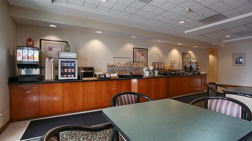 Best Western Coyote Point Inn - Prima colazione a buffet