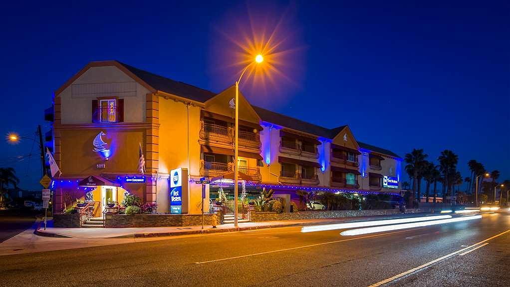 Best Western Harbour Inn & Suites - Vista exterior