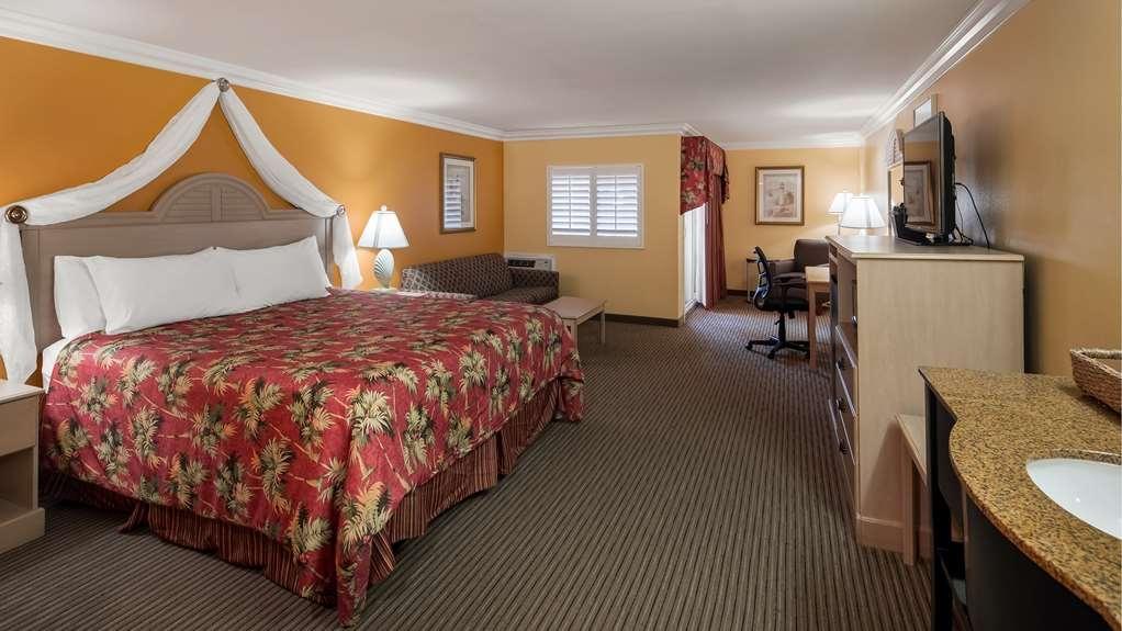Best Western Harbour Inn & Suites - King Bed Harbor View Suite